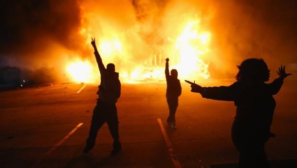 demonstranten-vor-einem